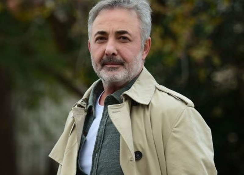 Mehmet Aslantuğ, takipçilerini sosyal medyada açılan sahte hesaplara karşı uyardı