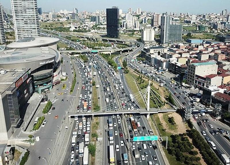 İstanbul'da trafik yoğunluğu yaşanıyor! Yola çıkacaklar dikkat...