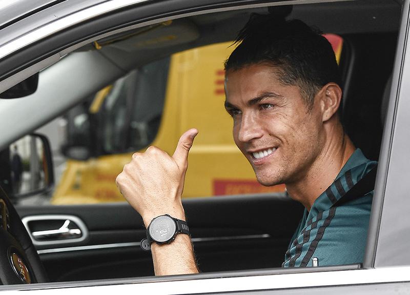 Cristiano Ronaldo tarihe geçti! İlk milyarder futbolcu...