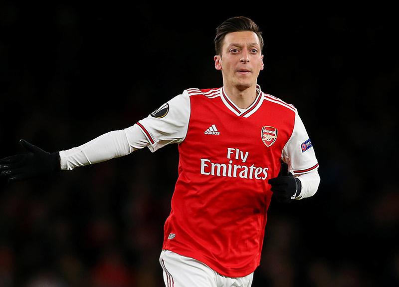İngilizlerden çok konuşulacak manşet: Mesut Özil'e yapılan şey...