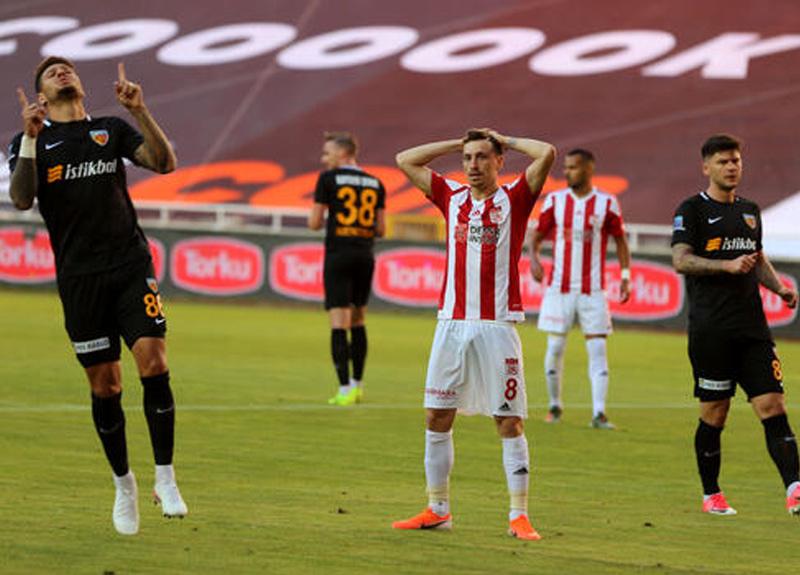 Sivasspor evinde Kayserispor'a 2-0 mağlup oldu