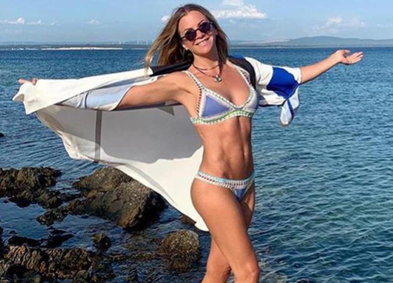 Ivana Sert'in bikinili pozuna beğeni yağdı! Kas şovlu pozuna yenisi ekledi...
