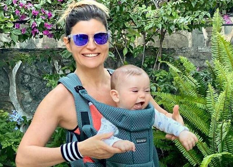Ece Vahapoğlu, 7 aylık oğlu Efe ile sabah yürüyüşü yaptı