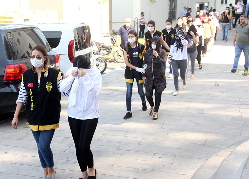 Adana'daki operasyonda şok ayrıntılar! Üniversite öğrencisi üniversitelilere fuhuş yaptırmış...