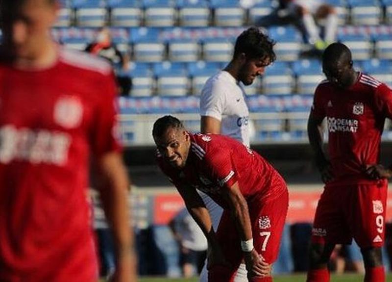 Sivasspor deplasmanda Kasımpaşa ile golsüz berabere kaldı