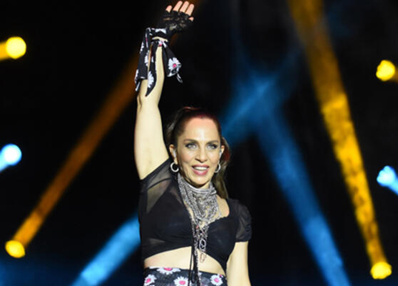 "Sertab Erener, ""Park et seyret"" konserleri kapsamında 4 ay sonra sahneye çıktı"