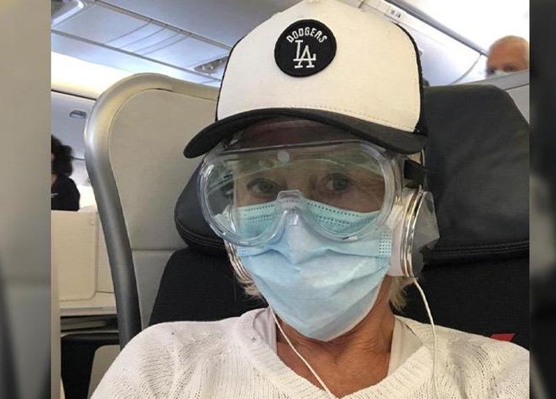 Dünyaca ünlü oyuncu Helen Mirren, uçakta tedbiri elden bırakmadı