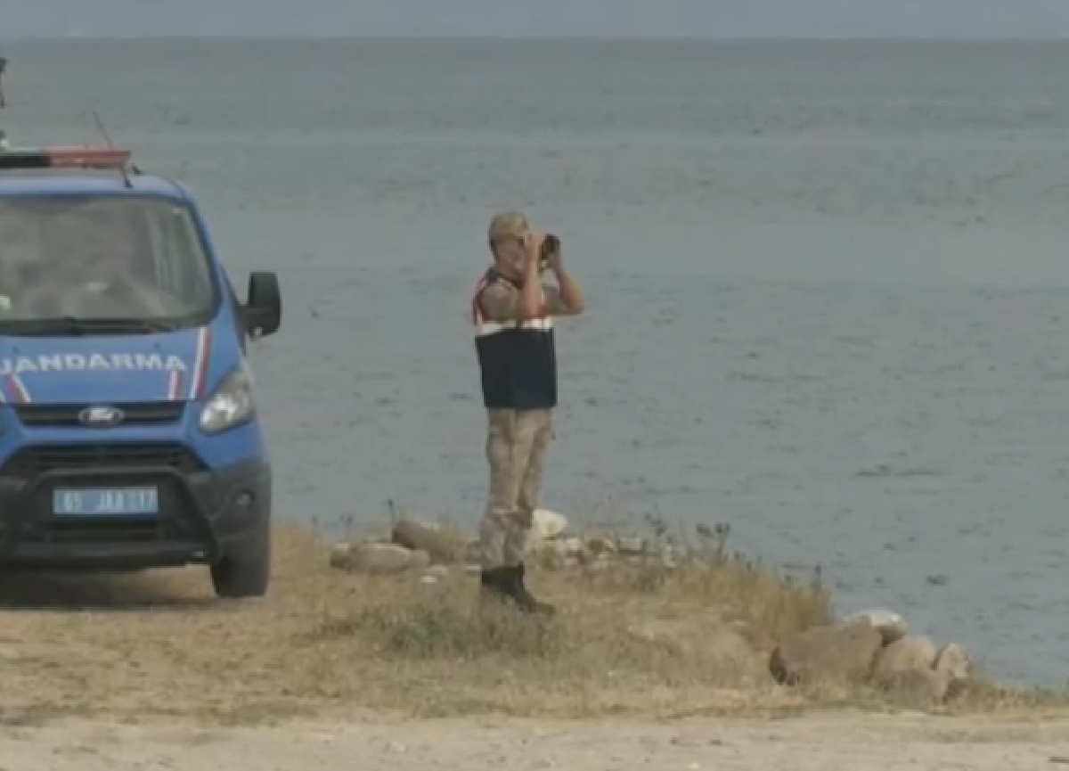Van Gölü'nde batan teknenin yeri tespit edildi! Batan teknedeki göçmenlerin cansız bedenleri çıkartılıyor!