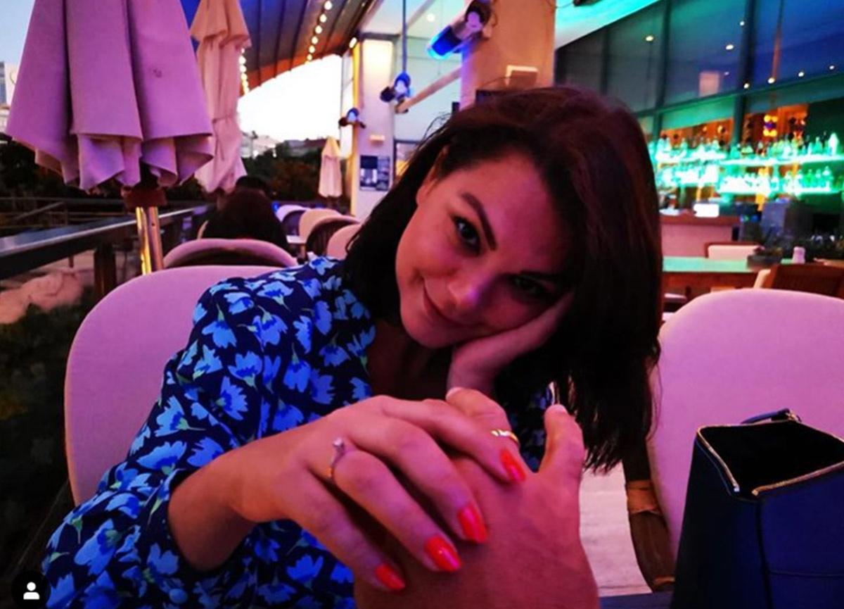 Ünlü şarkıcı Nez, 1 yıldır birlikte olduğu Gökhan Köksal'ın evlilik teklifine 'Evet' dedi