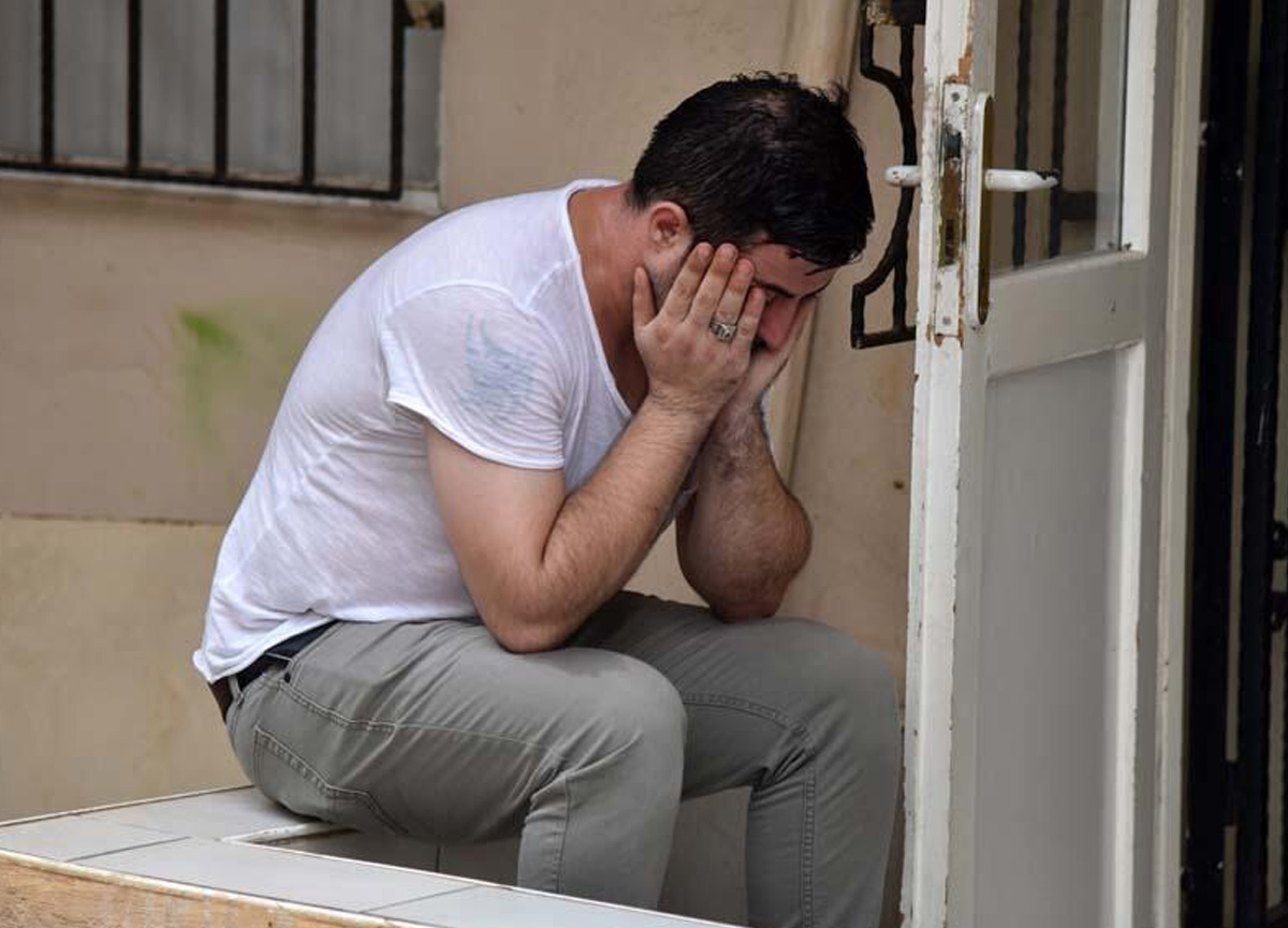 Balkonda gözyaşı dökmüştü... 'Düştü' dediği sevgilisini döverek öldürdüğü ortaya çıktı