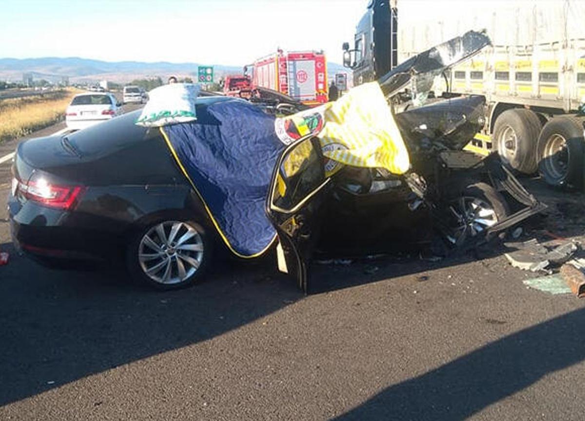 Bolu'da feci kaza! TIR'ın altına girdi, 3 kişi korkunç şekilde can verdi