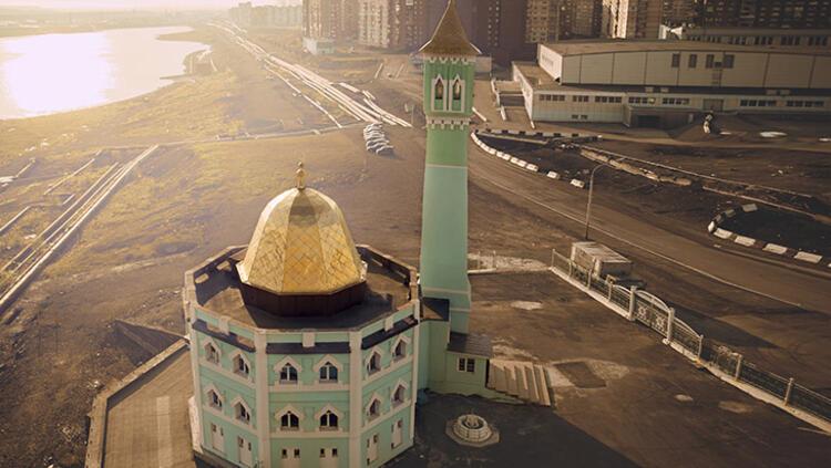 Dünyanın en kuzeyindeki camisi! Haftalarca güneşin batmadığı yer!