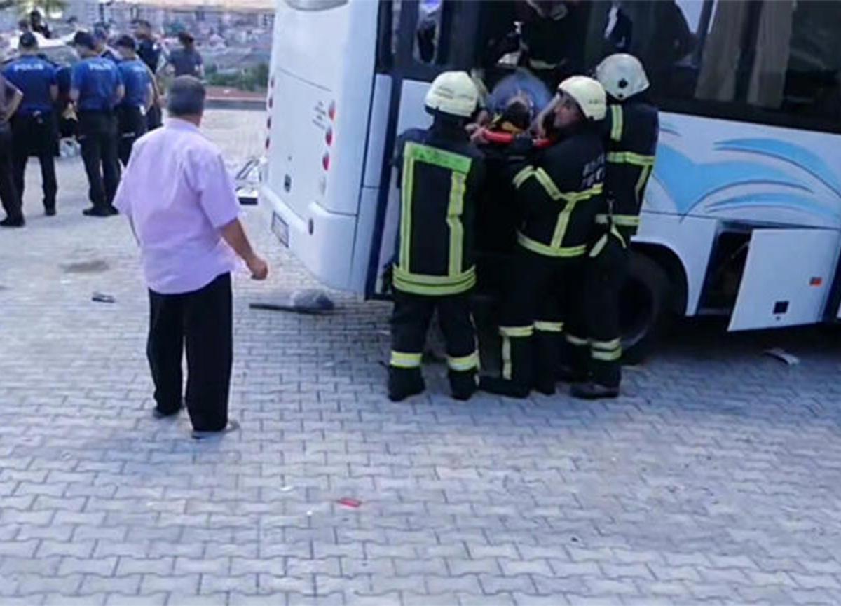 Son dakika: Askerleri taşıyan minibüs kaza yaptı