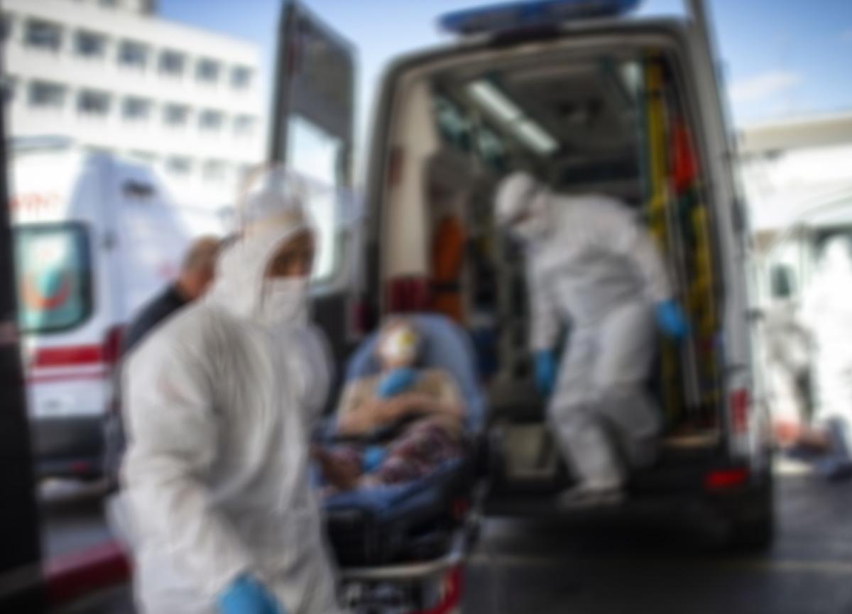 İç hastalıkları uzmanı televizyon programında açıkladı: Aynı makyaj malzemesini kullanan 35 kişi virüs kaptı