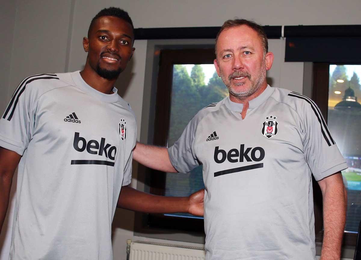 Beşiktaş, Bernard Mensah transferini resmen açıkladı! Galatasaray'a gönderme yaptı