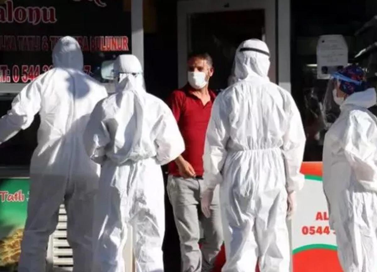 Karantinada olması gereken koronavirüslü çiğ köfteci satış yaparken yakalandı