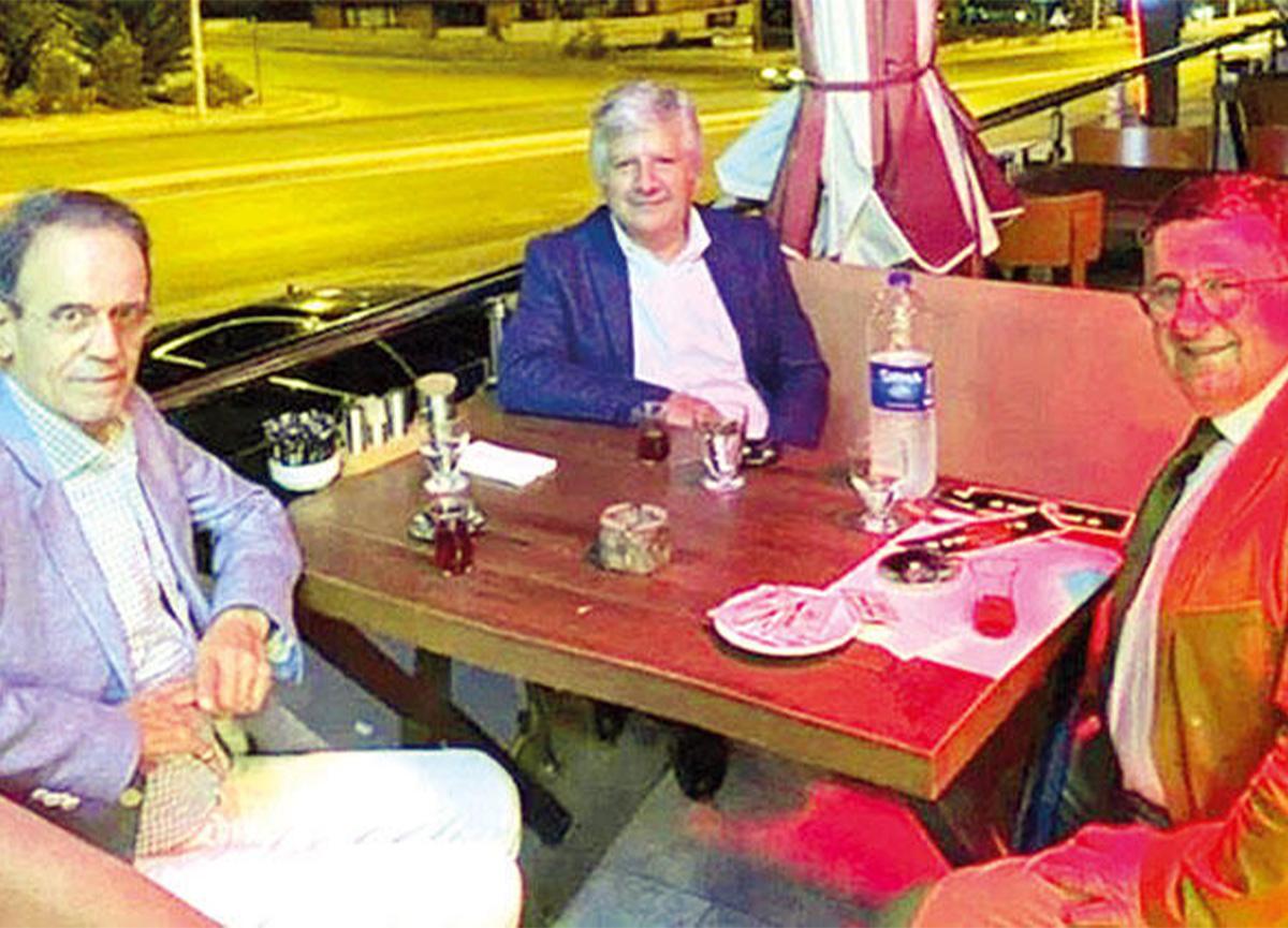 Prof. Dr. Mehmet Ceyhan'ın maskesiz restoran fotoğrafı! Üç hocayı da üzdü!