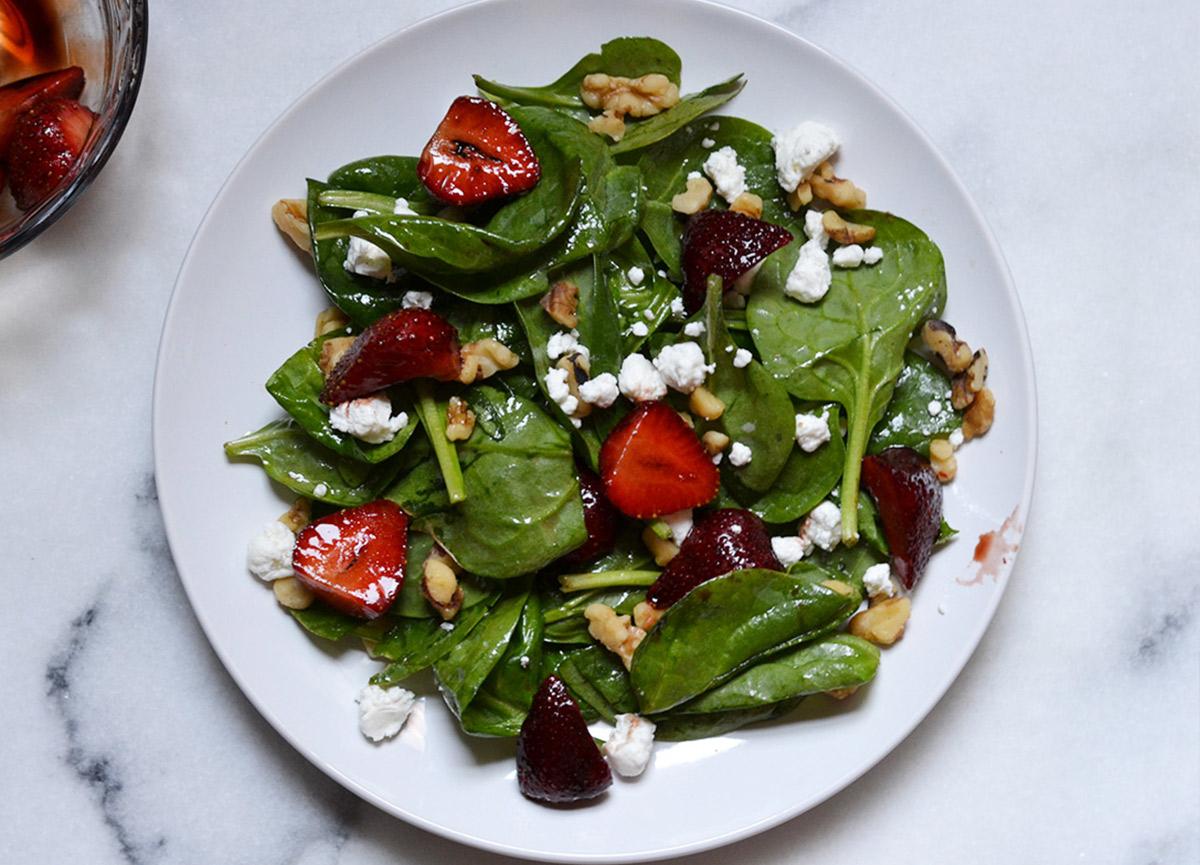 Keçi peynirli ıspanak salatası nasıl yapılır? 22 Ağustos MasterChef Keçi peynirli ıspanak salatası tarifi