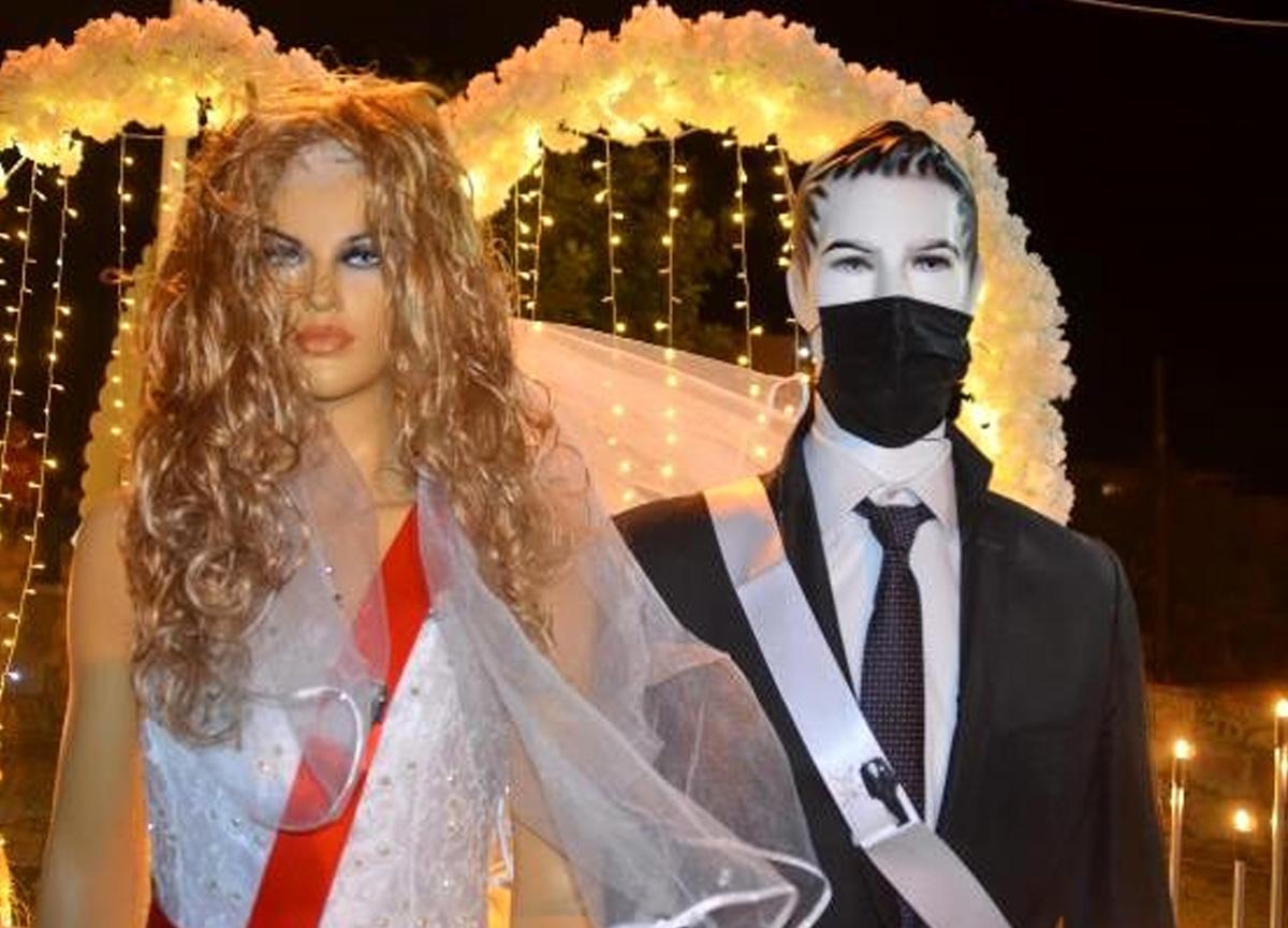 Bodrum'daki düğünde takılar gelin ve damat yerine cansız mankenlere takıldı