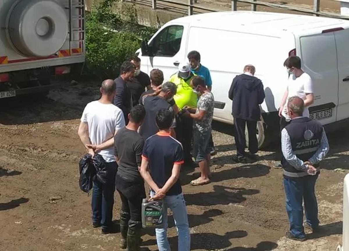 Sel felaketinin yaşandığı Giresun'da pes dedirten olay! Bir çuval fındığı götürürken yakalandı...