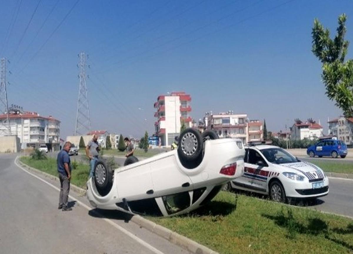 Antalya'da takla atan arabadan burnu bile kanamadan çıktı