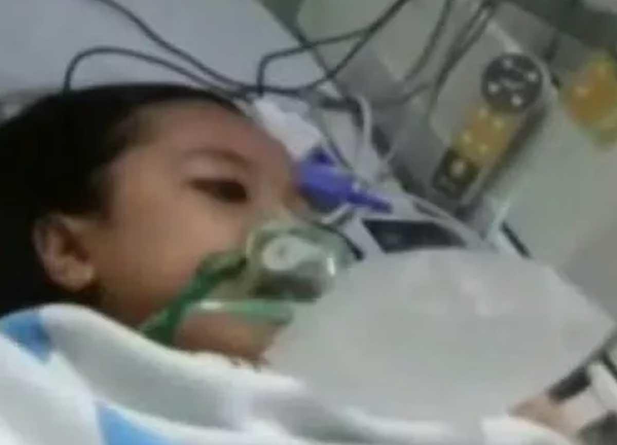 Hastanede yaşamını kaybeden çocuk cenaze sırasında hayata döndü