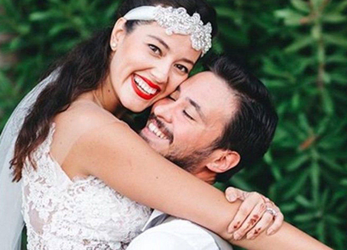 Pelin Akil, sosyal medya hesabından dördüncü evlilik yıl dönümlerini kutladı