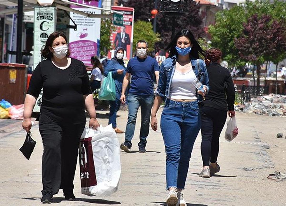 Bakan Fahrettin Koca, koronavirüs salgınında yüksek riskli 7 ili açıkladı