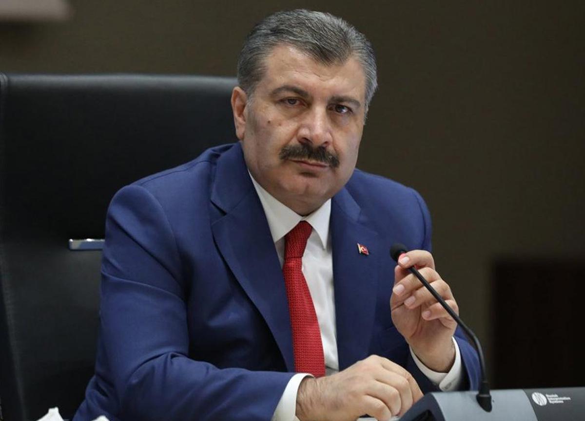 Sağlık Bakanı Fahrettin Koca sağlık çalışanlarının maaşlarından kesinti yapılmayacağını açıkladı