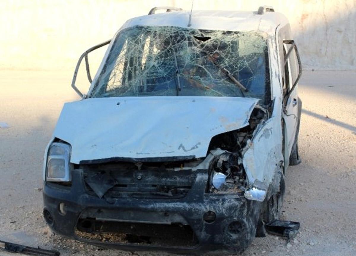 Hurdaya dönen araçtaki 6 kişi hafif yaralandı