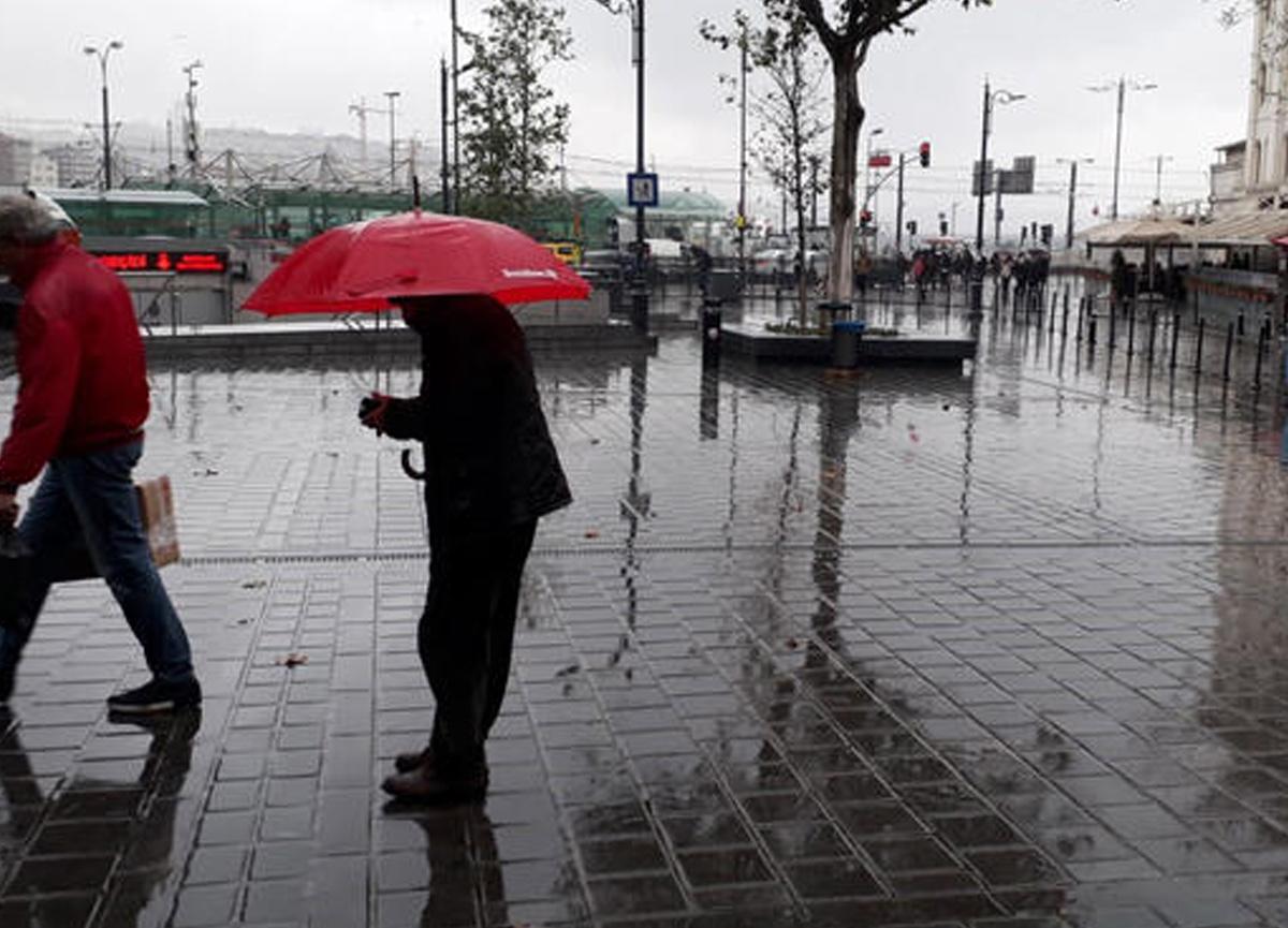 İstanbul'da hafta sonu hava nasıl olacak? Sağanak yağmur uyarısı...