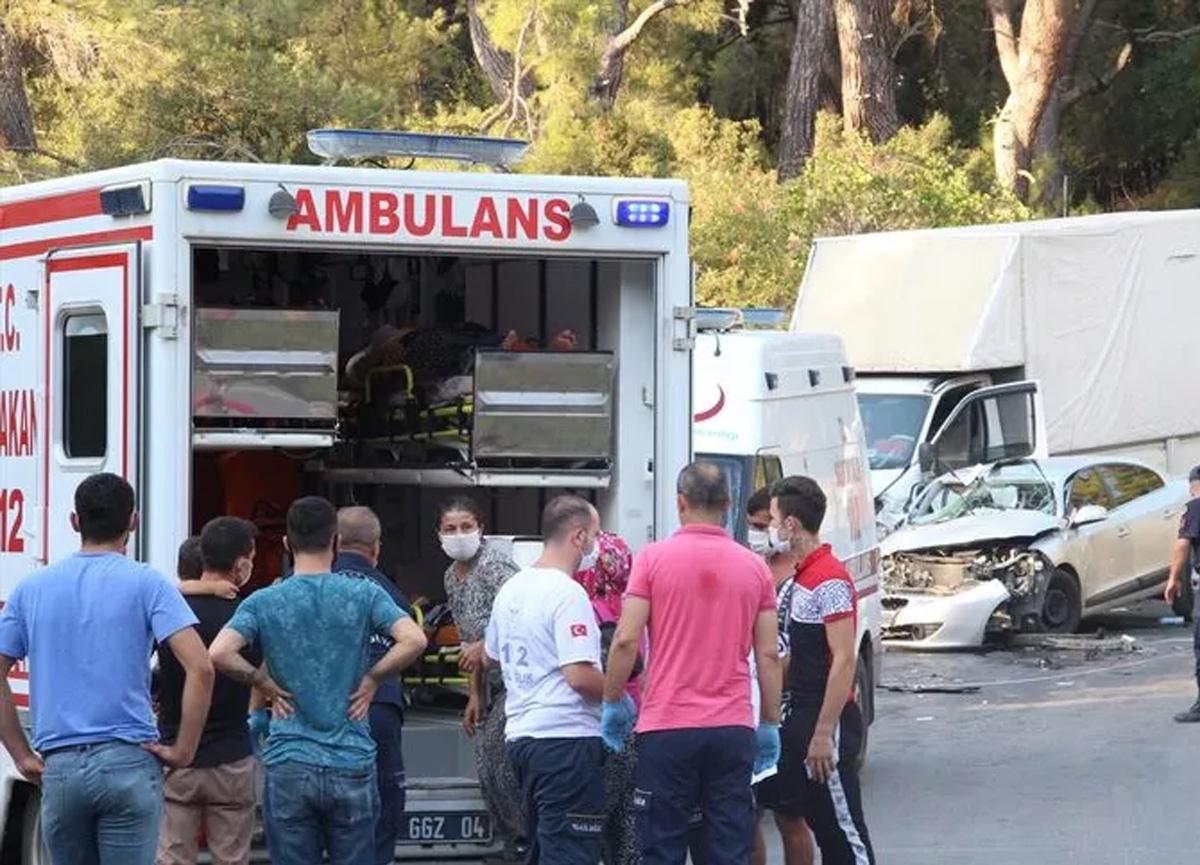 Antalya'da feci kaza! 19 kişi yaralandı...