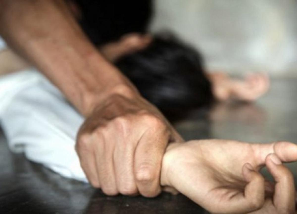 Pakistan'da mide bulandıran olay! Çocuklarının önünde tecavüz ettiler...