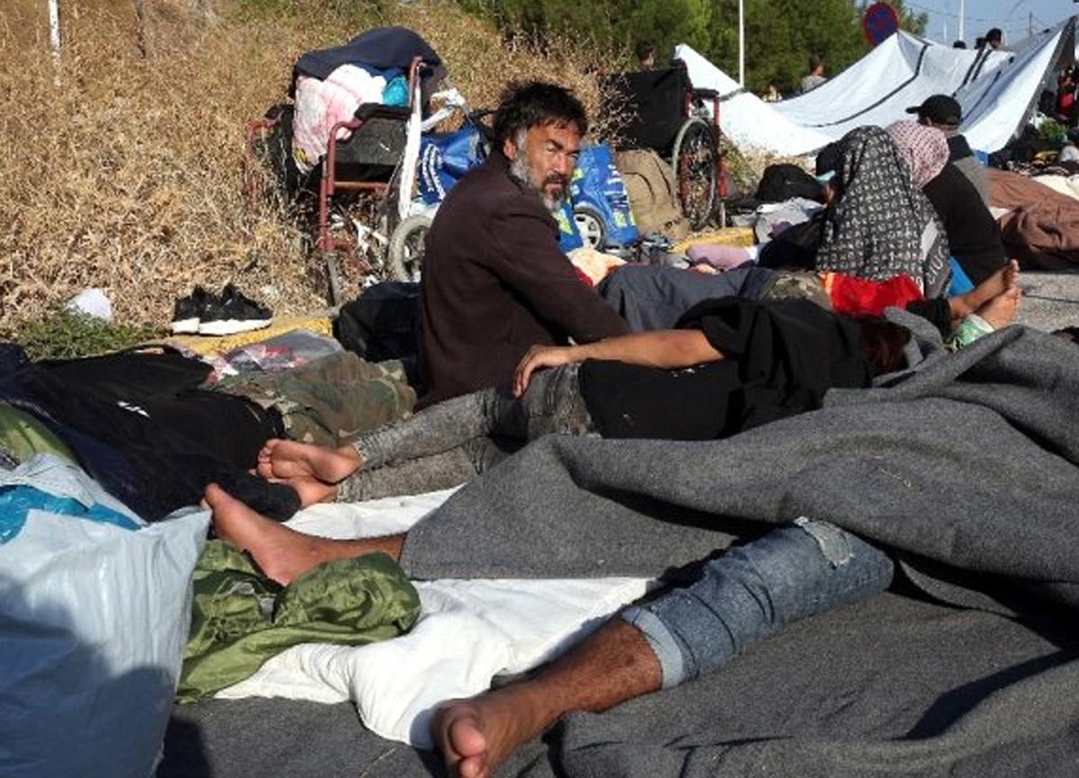 Yunanistan'daki binlerce mülteci sokaklarda yatıyor