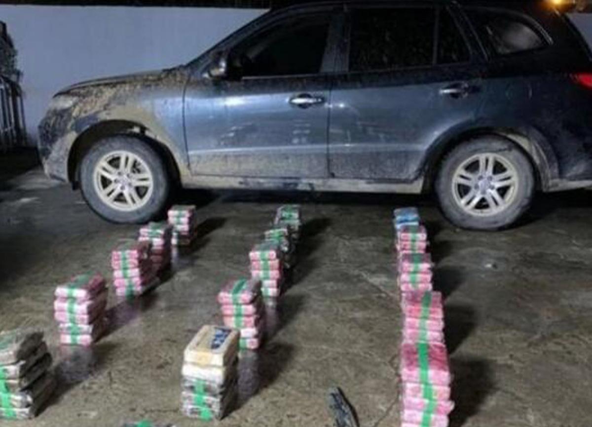 Valinin aracında 79 paket uyuşturucu bulundu!