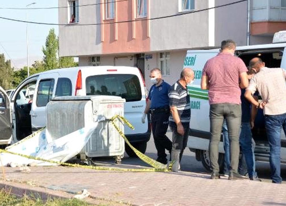 Çöp koyteynerinden erkek bebek cesedi çıktı