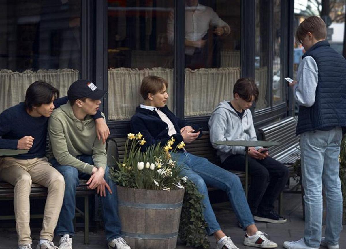 Koronavirüs gençler arasında sinsice yayılıyor! Her dört kişiden birinde zatürreye yol açıyor