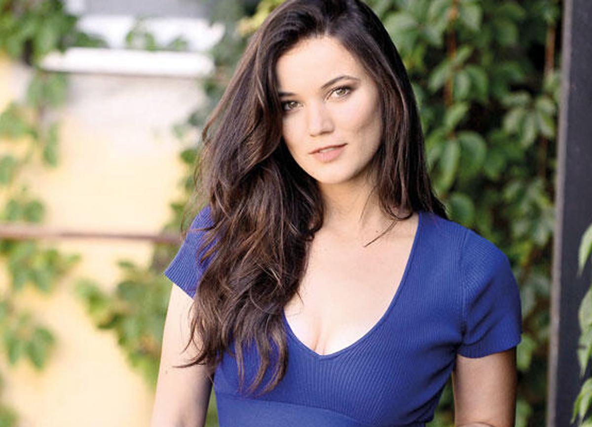 Güzel oyuncu Pınar Deniz, Aşk 102'in çekimlerinin yeniden başladığını belirtti