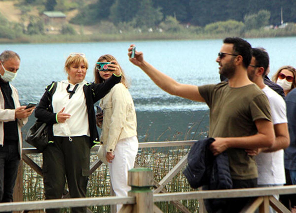 HES koduyla giriş yapılan Abant Tabiat Parkı'na ziyaretçi akını