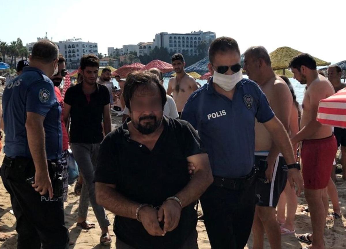 Kuşadası'nda plajda iğrenç olay! Vatandaşlardan dayak yedi...