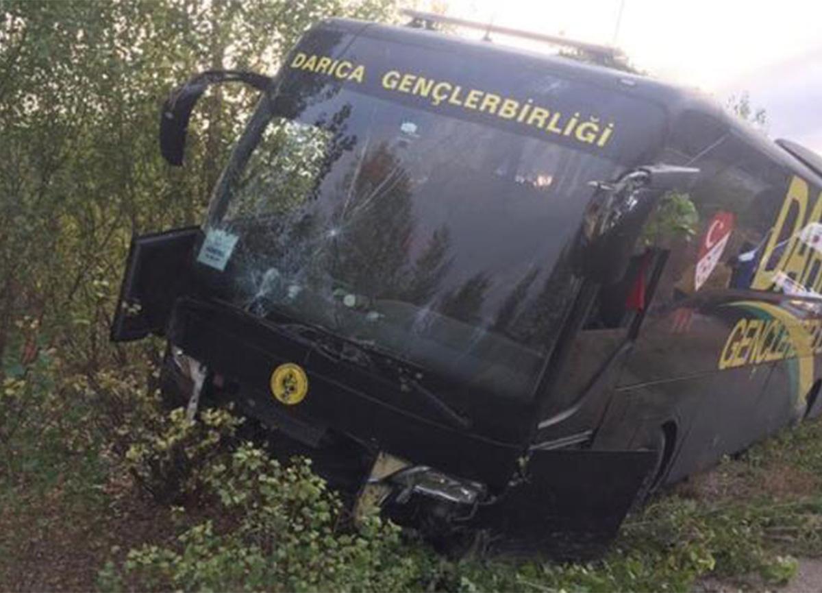 Darıca Gençlerbirliği'nin otobüsü kaza yaptı!