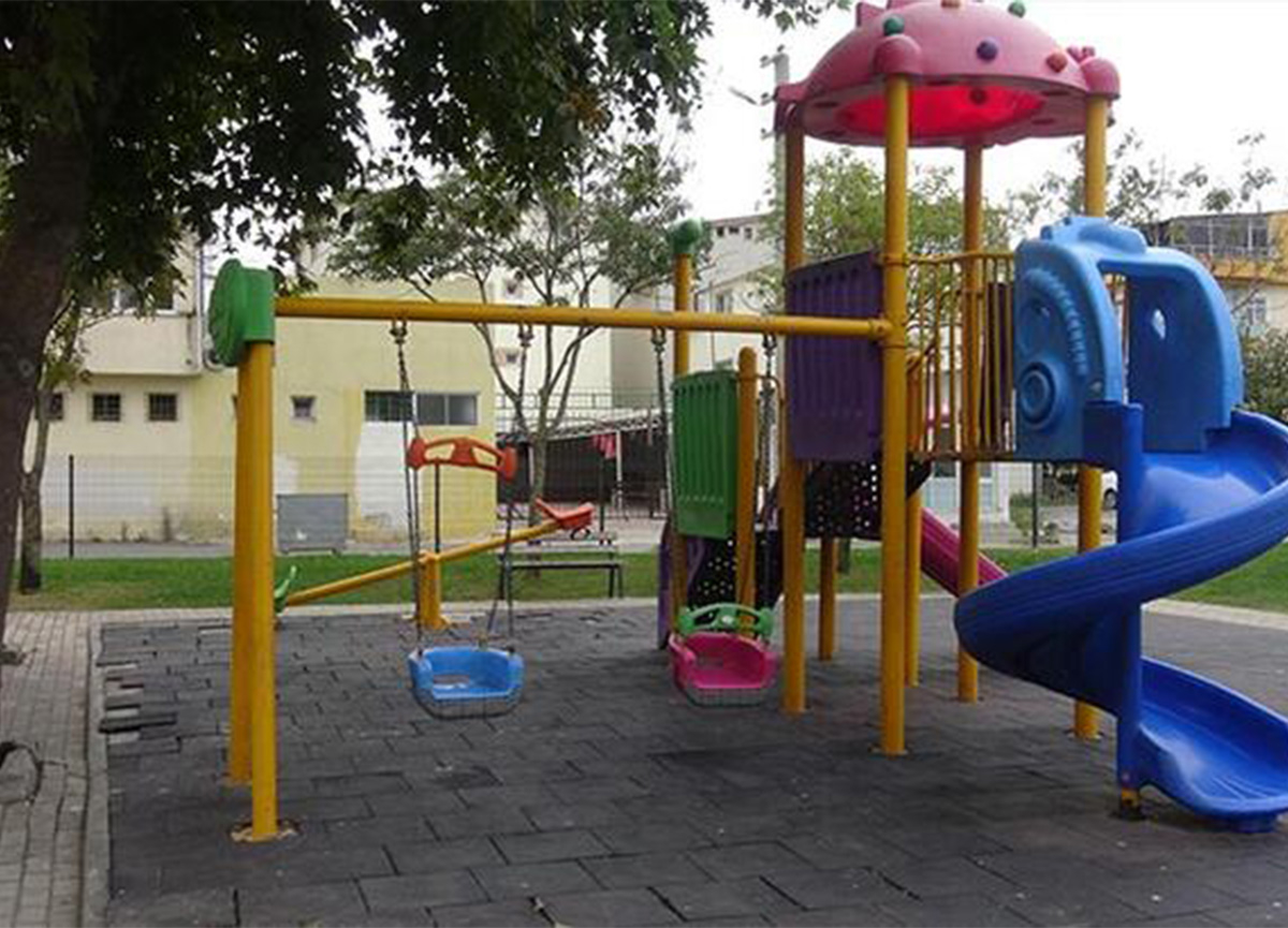 Çocuk parkında iğrenç olay! Vatandaşlar çocukların çığlıklarını duyup yakaladı