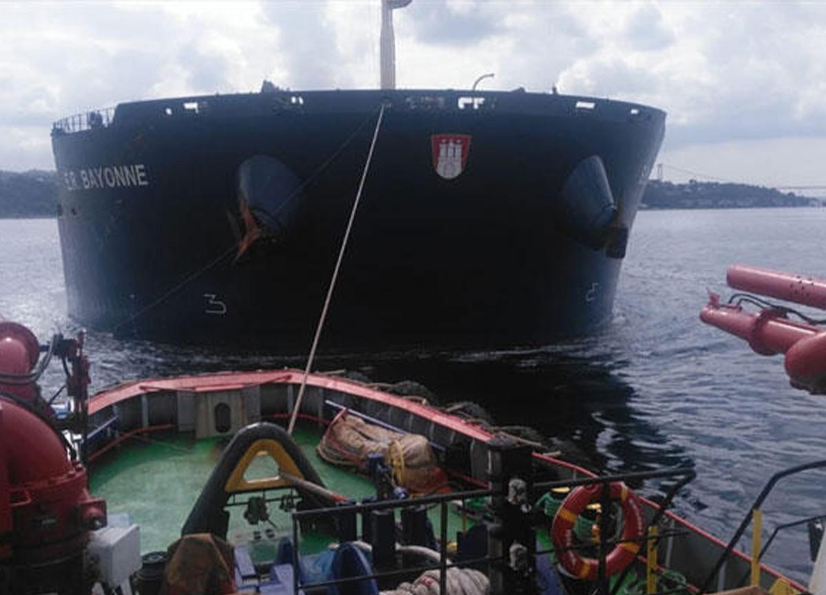 İstanbul Boğazı'nda korku dolu anlar! Gemi arızalandı!