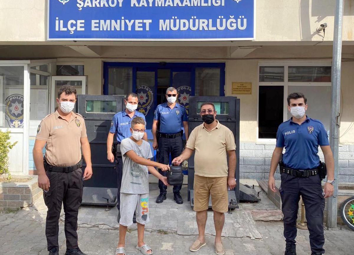 Tekirdağ'da 13 yaşındaki Hamza, bulduğu 42 bin lirayı polise teslim etti
