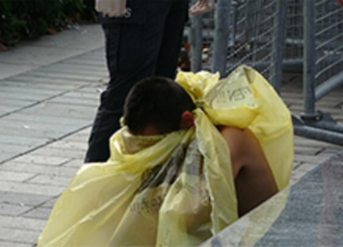 Taksim Meydanı'nda çıplak kadın şok etti!