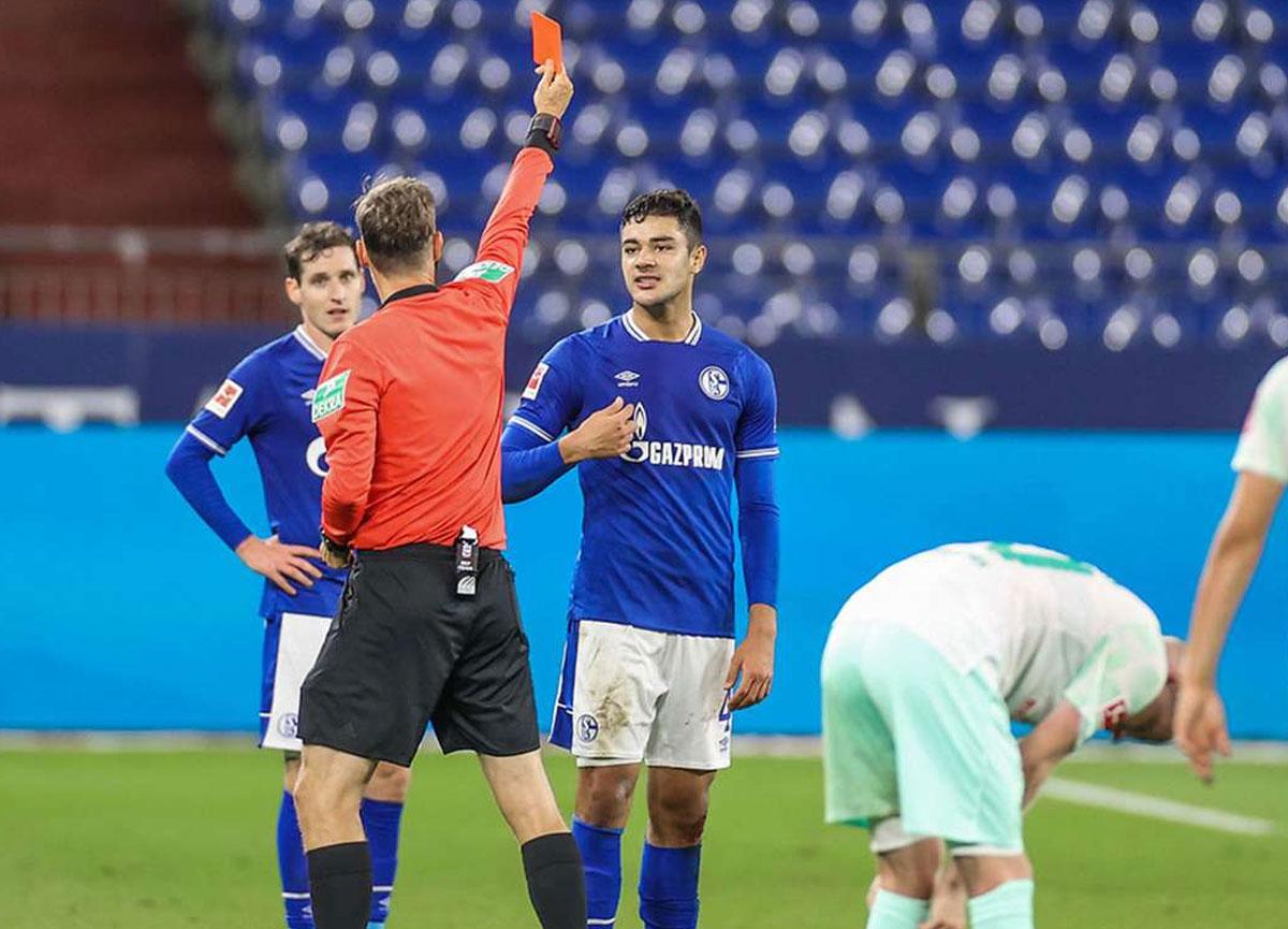 Schalke 04 forması giyen Ozan Kabak, rakibine tükürdüğü gerekçesiyle 5 maç ceza aldı
