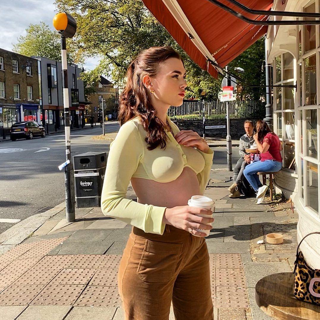 Ünlü model Charli Howard iç çamaşırsız sokaklarda gezdi! Adeta olay oldu...