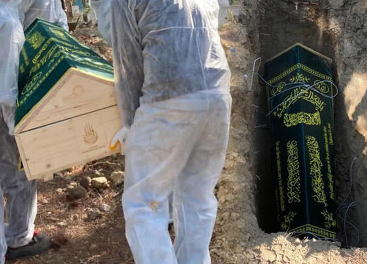Koronavirüs nedeniyle hayatını kaybedenler, tabutlarıyla gömüldüler!