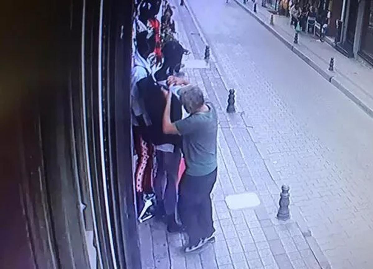 İstanbul'da güpegündüz 'yok artık' dedirten olay! Cansız mankenin yanına gitti ve...