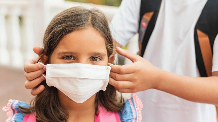 Çocuklar Covid-19'dan korunmak için maske takmalı mı?